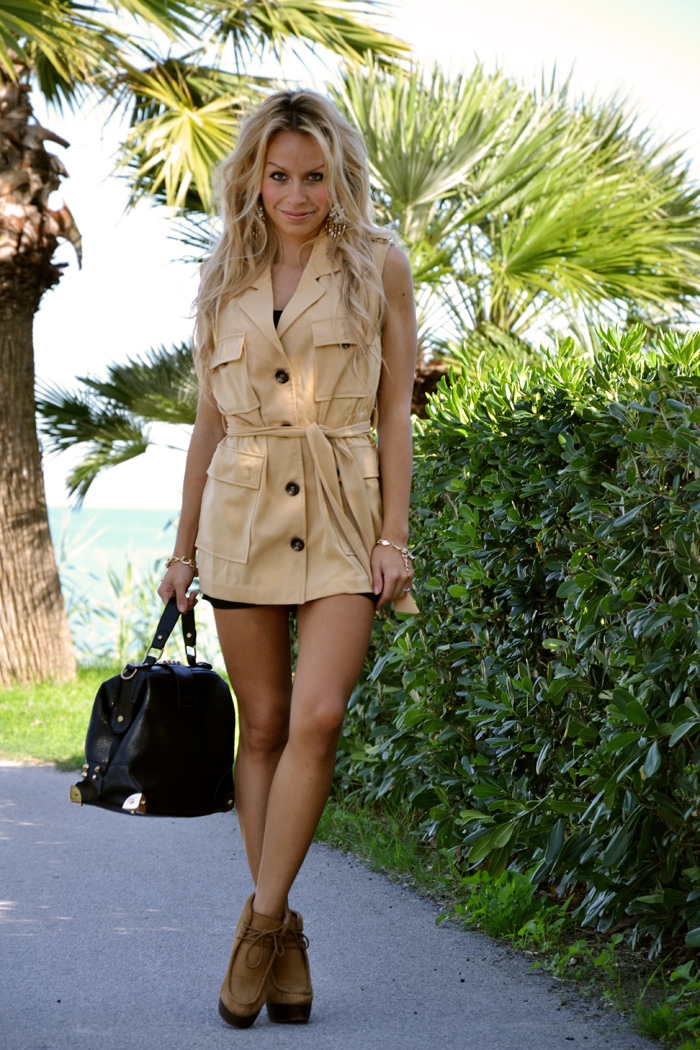 Sleeveless outerwear, Zara boots and Oasap studded bag - outfit italian fashion blogger It-Girl by Eleonora Petrella