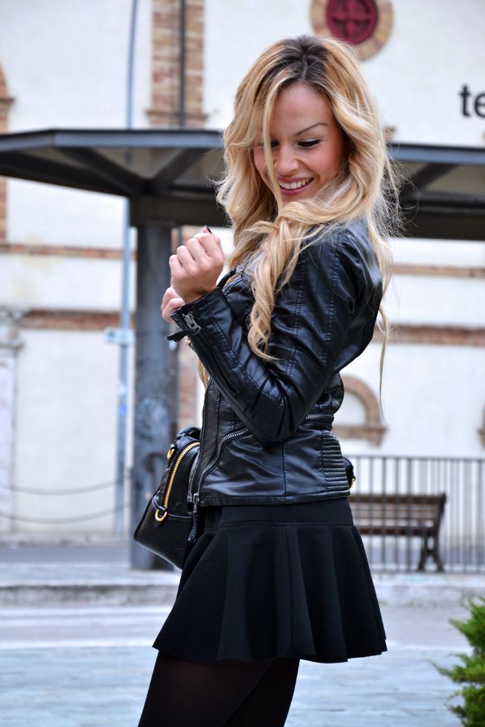 Giacca di Pelle Rosa sul mio Outfit Total Black | Il Blog di