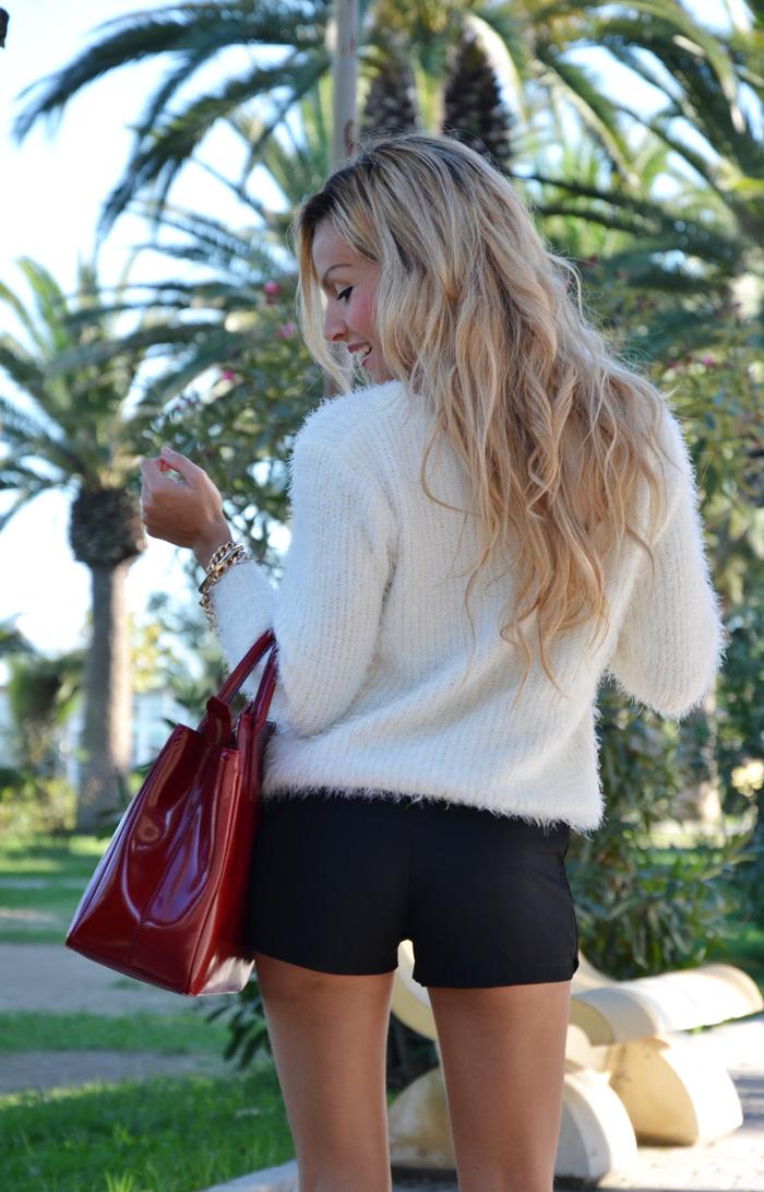 Black Zara skort, fluffy Chicwish sweater, Zara burgundy pumps and Arcadia Bags bolsas – outfit Italian fashion blogger It-Girl by Eleonora Petrella