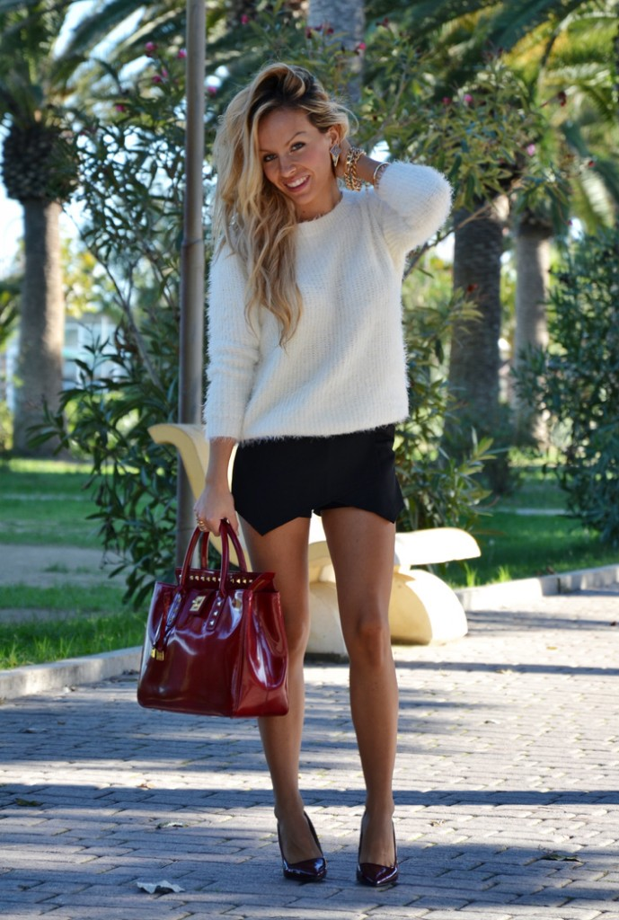 <!--:it-->Black skort and fluffy sweater<!--:-->