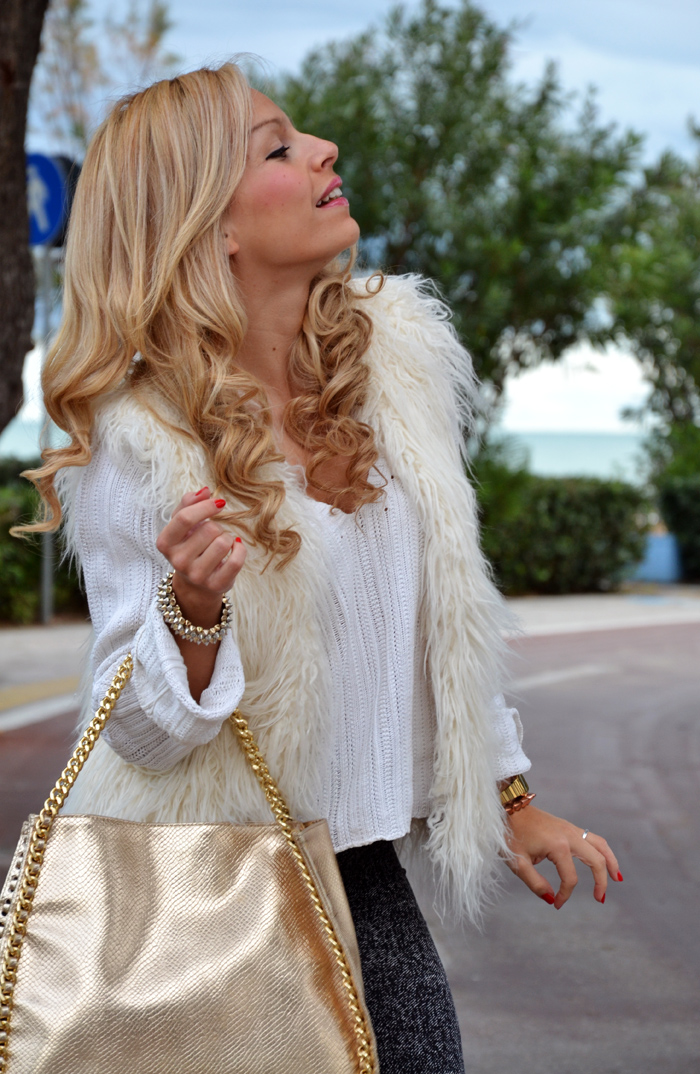 H&M faux fur vest - Cult shoes anfiki biker boots - sporty comfy look italian fashion blogger It-Girl by Eleonora Petrella