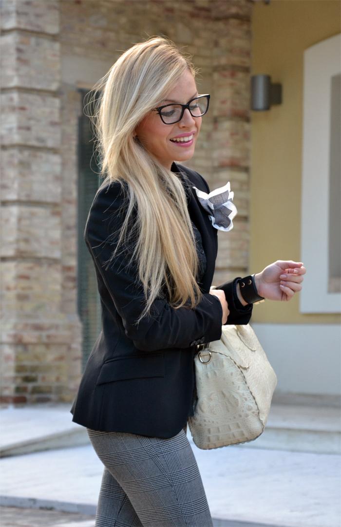 Hype Glass sunglasses, Furla borse, pantaloni tartan, tartan pants, black Zara blazer, Geox shoes mocassini - outfit fashion blogger It-Girl by Eleonora Petrella