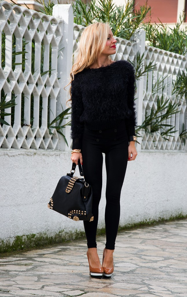 <!--:it-->Imperfect fluffy black sweater<!--:-->