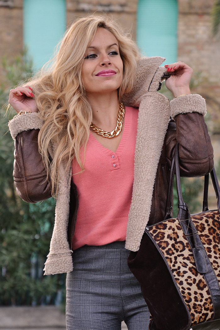 Sheepskin jacket, shearling coat, giacca montone, pantaloni a vita alta Zara, tacchi alti Zara, borse Arcadia bags – outfit Italian fashion blogger It-Girl by Eleonora Petrella – look fall winter 2013-14
