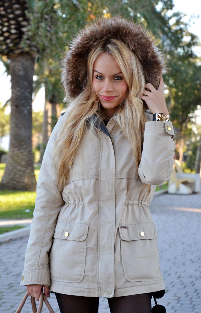 Bershka military parka beige, wool mini dress, over knee socks, Zara boots, Elisabetta Franchi borsa – Italian fashion blogger It-Girl by Eleonora Petrella