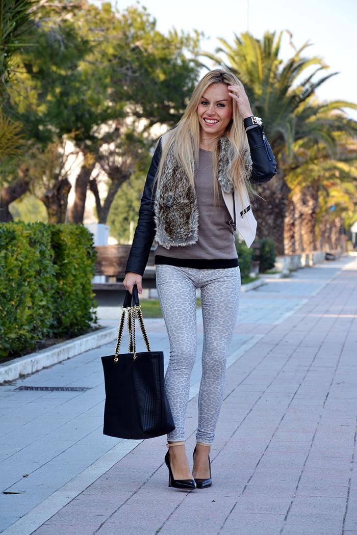 Sheinside jacket, faux fur collar, leopard jeggings, Zara heels, Love Moschino bags - outfit italian fashion blogger It-Girl by Eleonora Petrella