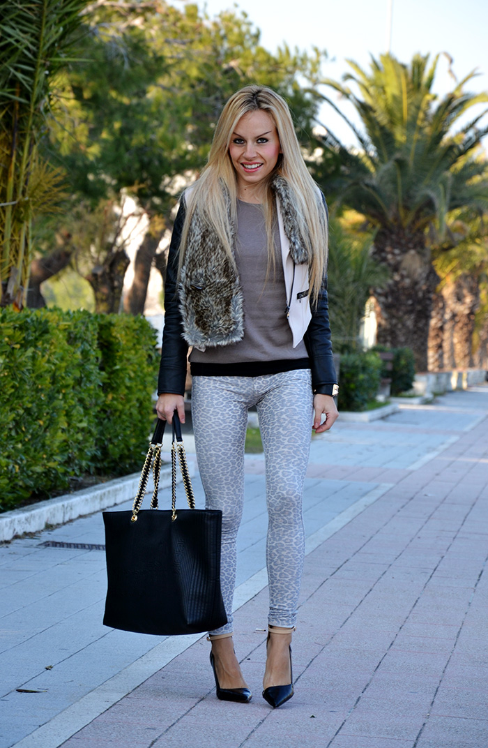 Sheinside jacket, faux fur collar, leopard jeggings, Zara heels, Love Moschino bags - outfit italian fashion blogger It-Girl by Eleonora Petrella