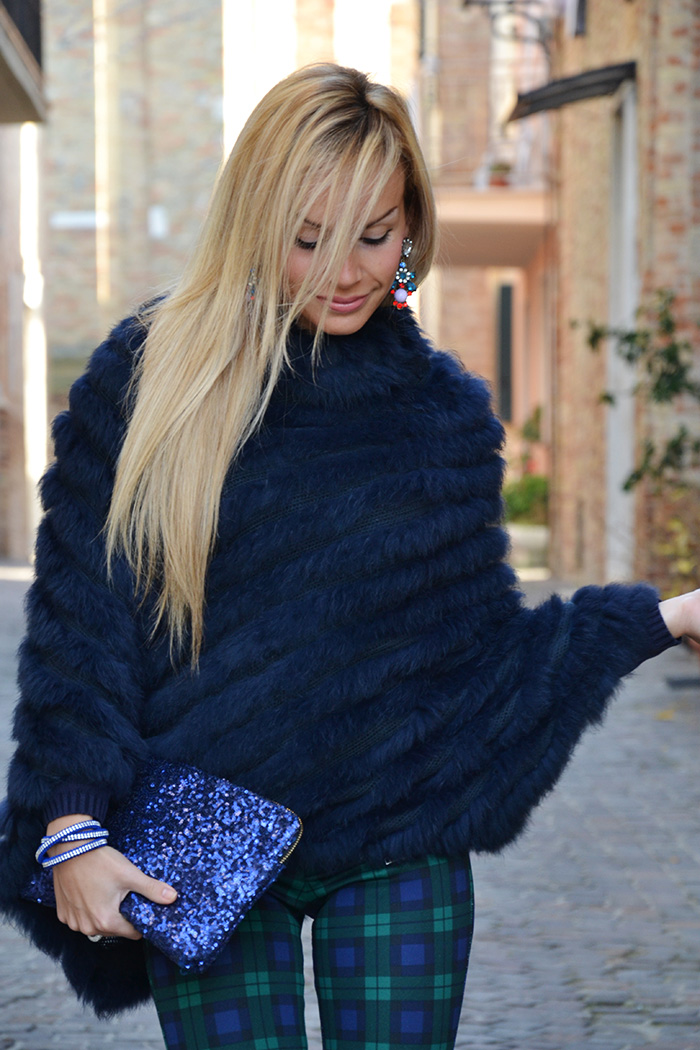Faux fur cape, plaid print pants Zara 2013, Zara high heels, Persunmall pochette bag pailettes - winter outfit 2013 Italian fashion blogger It-Girl by Eleonora Petrella