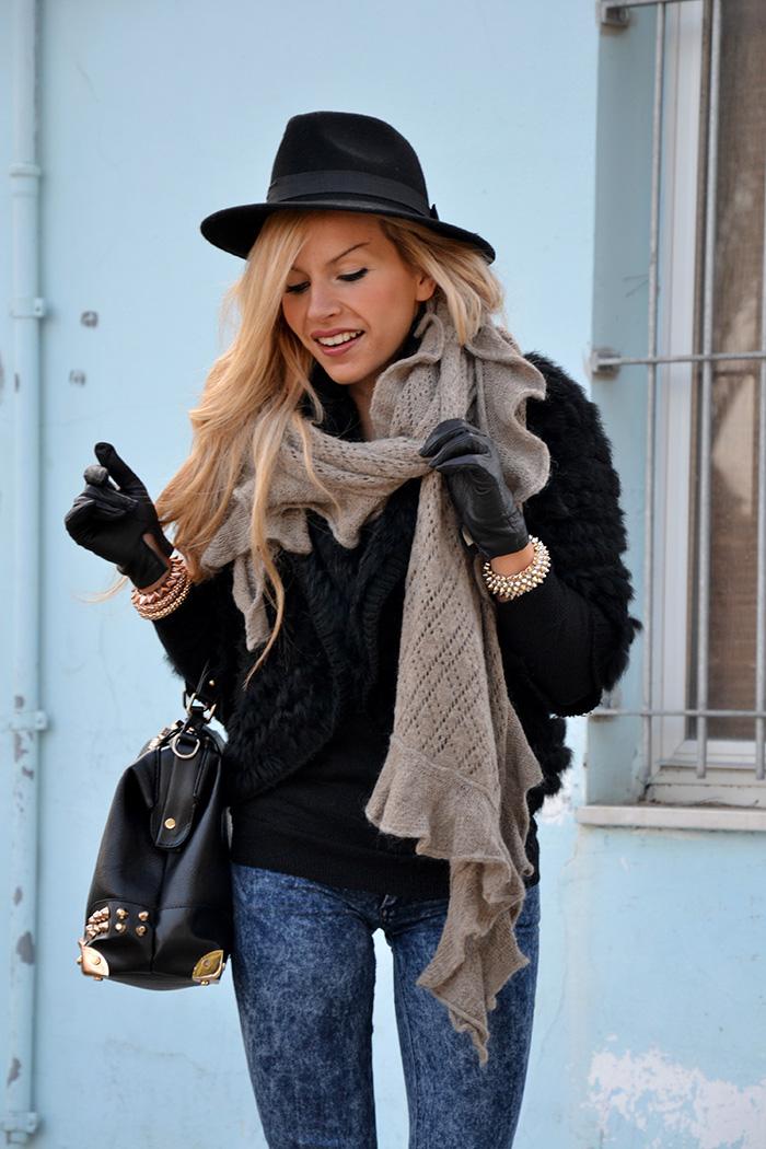 Faux fur jacket, blue skinny jeans, ankle boots, Oasap bag – best fall winter look It-Girl by Eleonora Petrella