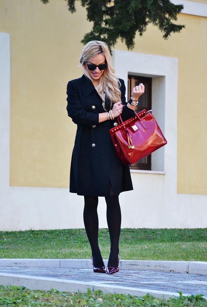 Black coat, striped dress, Arcadia bags bolsas, outfit elegant chic italian fashion blogger It-Girl by Eleonora Petrella