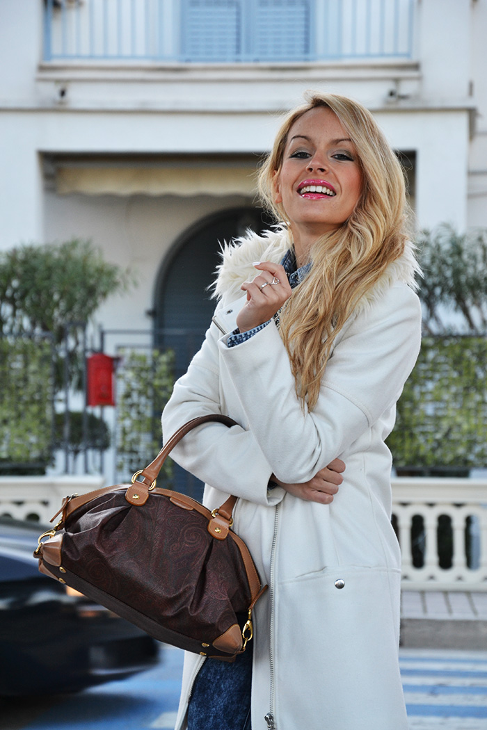 White H&M long coat, skinny jeans, Gas jeans shirt, camicie di jeans, Etro bags – outfit Italian fashion blogger It-Girl by Eleonora Petrella