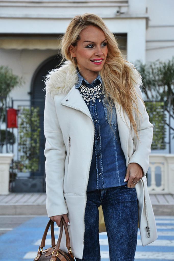 <!--:it-->White Coat on a Denim look<!--:-->