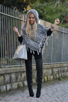 9minutes App, faux fur cape, calda mantella inverno, stivali alti sopra il ginocchio, over the knee boots. Arcadia bags - outfit italian fashion blogger It-Girl by Eleonora Petrella