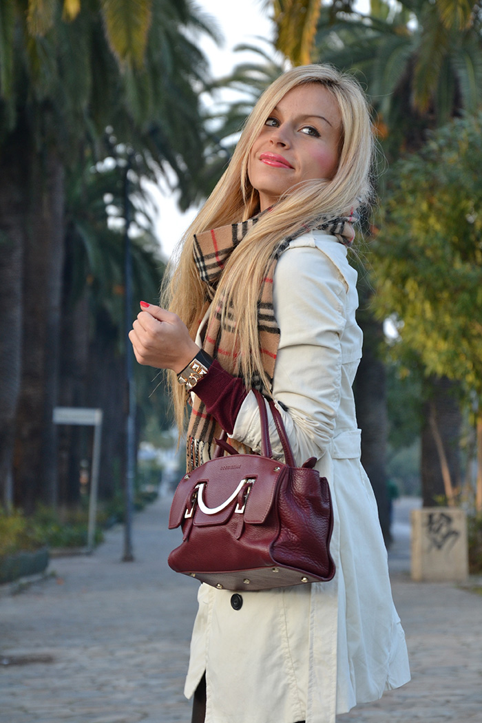 White trench, Burberry scarf, borsa Coccinelle, burgundy trend fall winter 2013 - outfit italian fashion blogger It-Girl by Eleonora Petrella