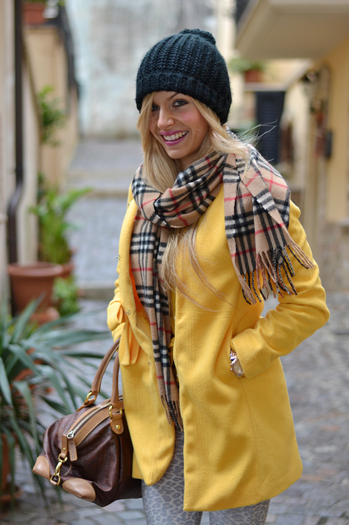 <!--:it-->Yellow Coat<!--:-->