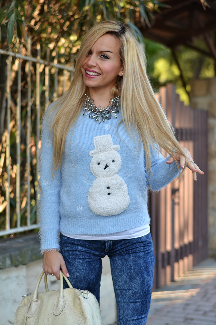 Fluffy furry sweater Chicwish, H&M denim blue jeans skinny, metallic silver pumps, Furla borse – outfit Italian fashion blogger It-Girl by Eleonora Petrella