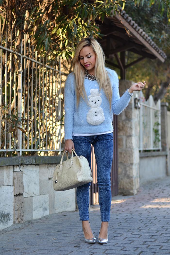 Fluffy furry sweater Chicwish, H&M denim blue jeans skinny, metallic silver pumps, Furla borse – outfit Italian fashion blogger It-Girl by Eleonora Petrella