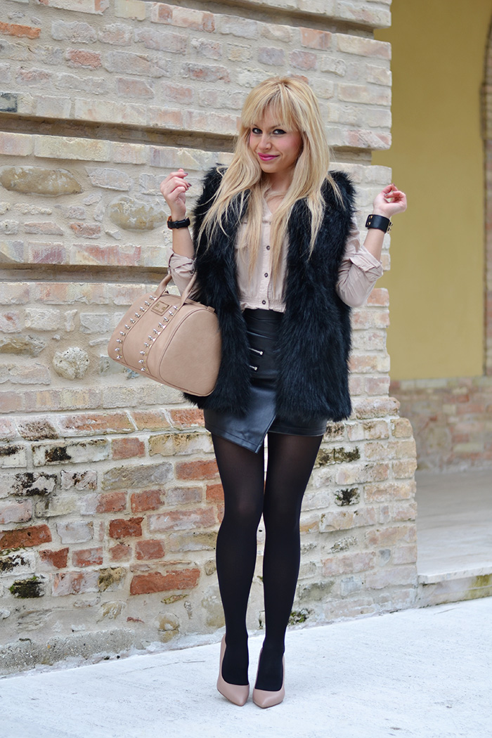 Leather skirt, Sheinside faux fur vest, Steve Madden Leena heels – outfit elegant chic Italian fashion blogger It-Girl by Eleonora Petrella