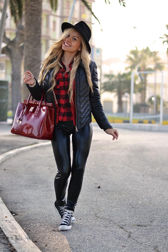 Plaid print shirt winter 2014, liquid leggings, Converse All star, black fedora hat – outfit sporty chic Italian fashion blogger It-Girl by Eleonora Petrella