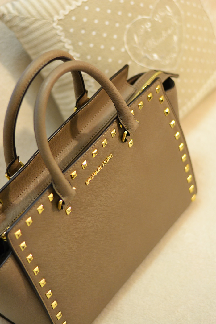 Michael Kors Selma studded satchel bag - Biaggetti Bologna shop - italian fashion blogger It-Girl by Eleonora Petrella