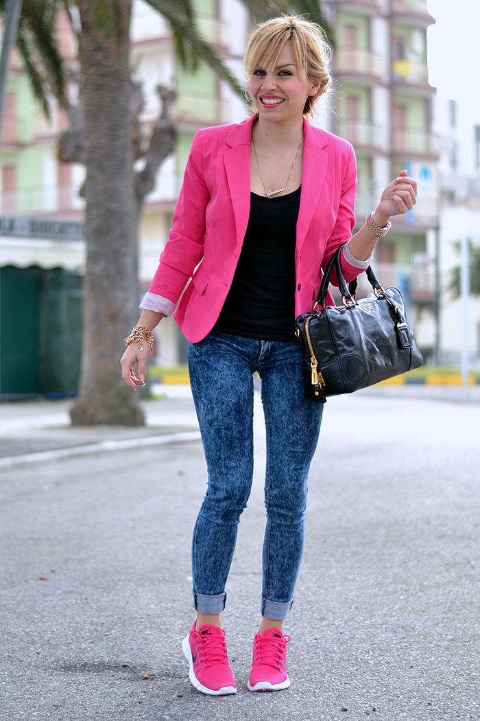 finest selection 31d8e dbb10 Nike Free Run 5.0 pink rosa, bauletto Prada bags – sporty chic look Italian  fashion