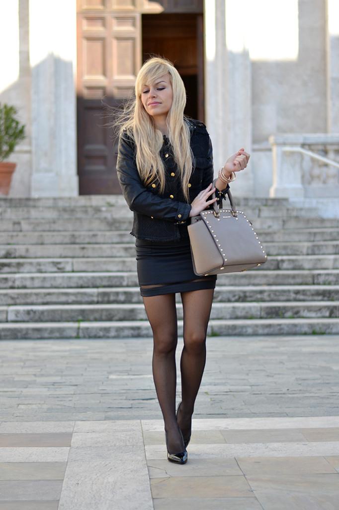 <!--:it-->Little Black Dress<!--:-->