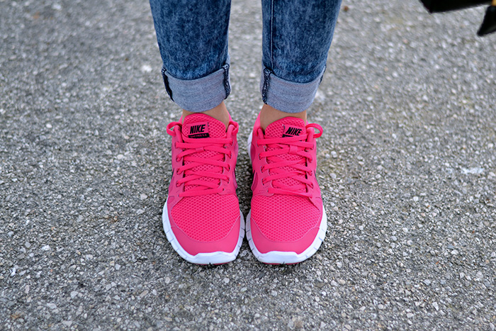Nike Free Run 5.0 pink rosa, bauletto Prada bags – sporty chic look Italian fashion blogger It-Girl by Eleonora Petrella