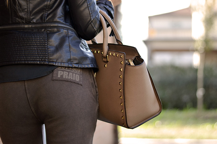 Tuta e tacchi - Praio Abbigliamento - Selma Studded Michael Kors bag Biagetti Bologna - sweatpants and heel outfit italian fashion blogger It-Girl by Eleonora Petrella