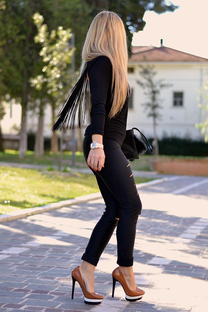 Kau boutique shop online, Patrizia Pepe fashion blogger Chiara Biasi, leggings strappati, bracciale borchie Mia bag – It-Girl by Eleonora Petrella