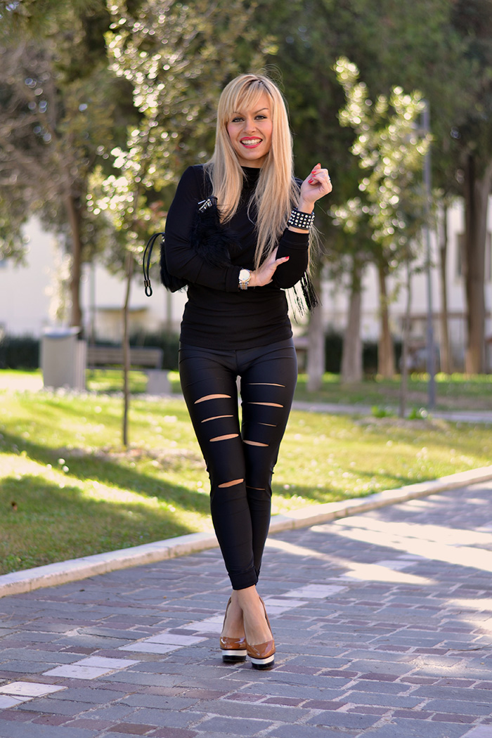 Kau boutique shop online, Patrizia Pepe fashion blogger Chiara Biasi, leggings strappati, bracciale borchie Mia bag – It-Girl by Eleonora Petrella