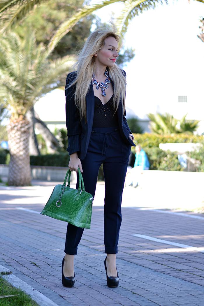 Pinstripe suit trend, completo gessato, statement necklace, Arcadia bolsas – outfit Italian fashion blogger It-Girl by Eleonora Petrella