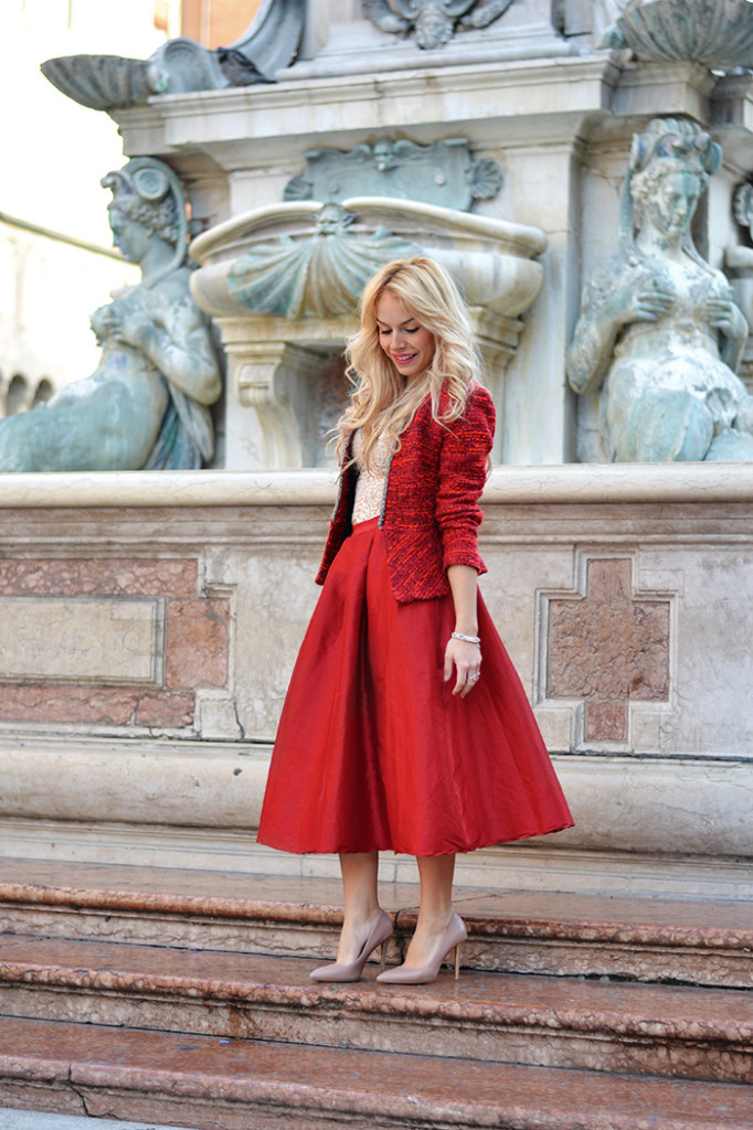 <!--:it-->Midi skirt – Total Red look<!--:-->