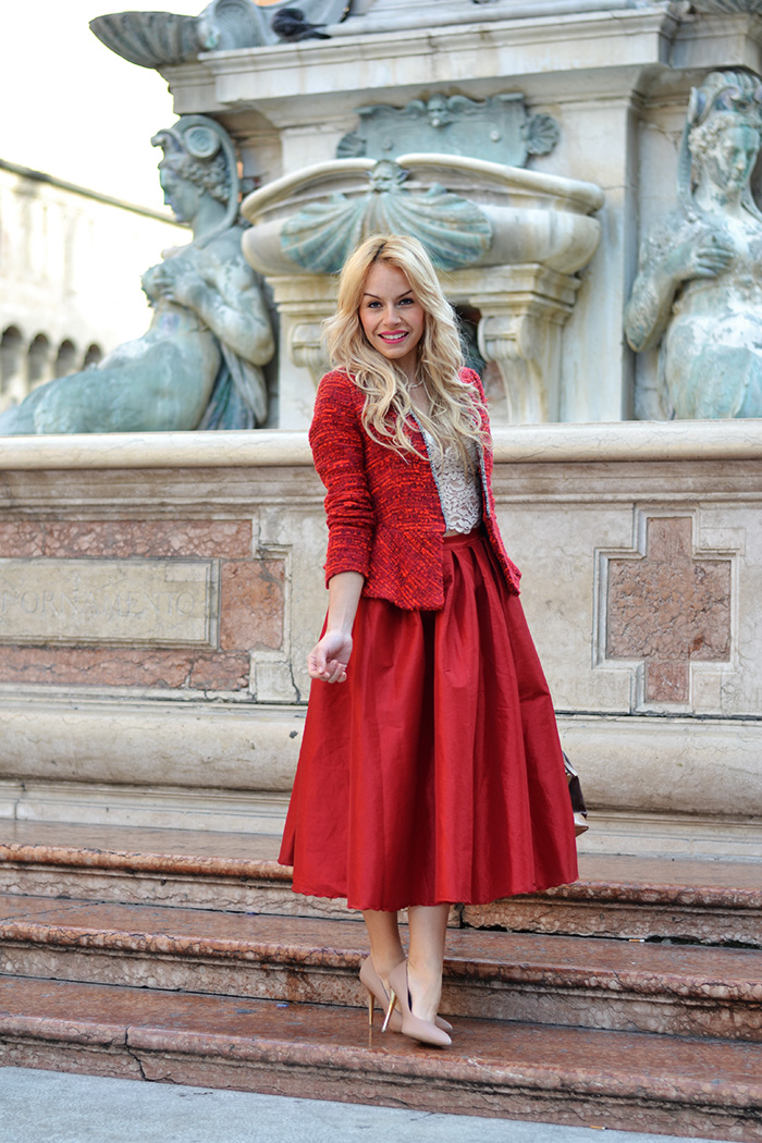 Bologna Piazza Maggiore, Choies midi skirt, look total red, red skirt, gonne sotto al ginocchio, Zara cropped top, lace top, crop top trend spring 2014, It-Girl by Eleonora Petrella