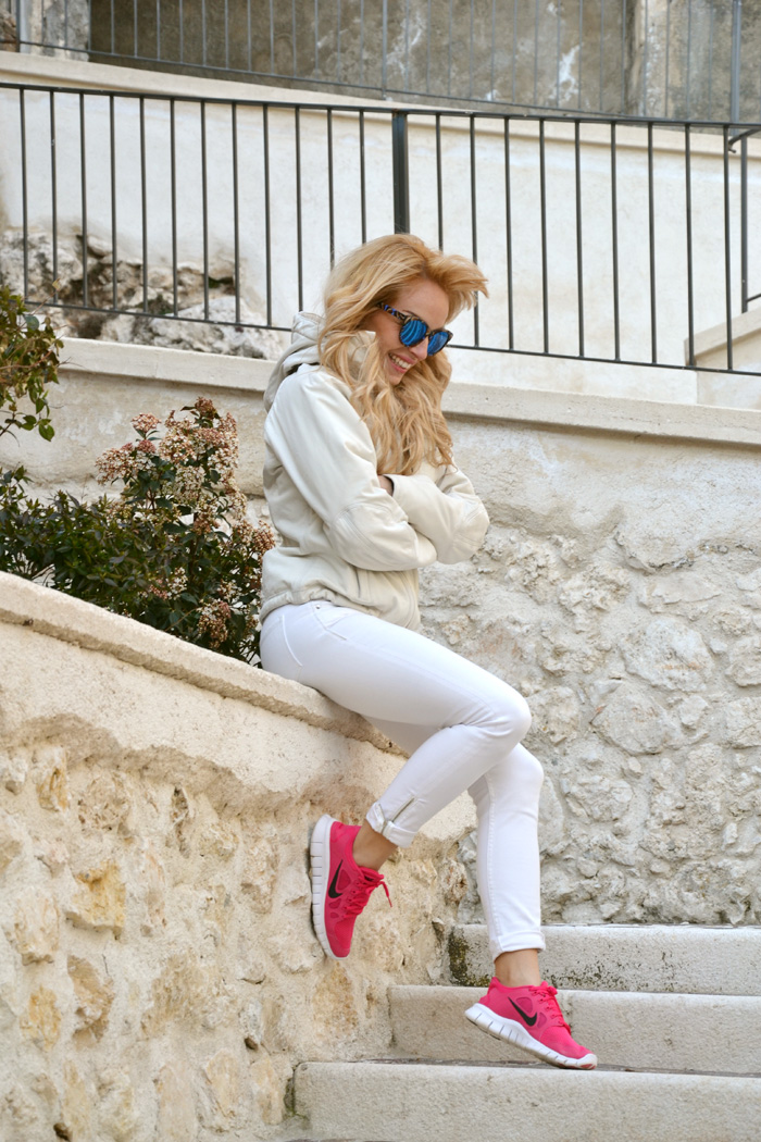Rocca Calascio, Kappa giubbotto sci 4cento, Nike Free Run rosa pink, outfit italian fashion blogger sporty chic It-Girl by Eleonora Petrella