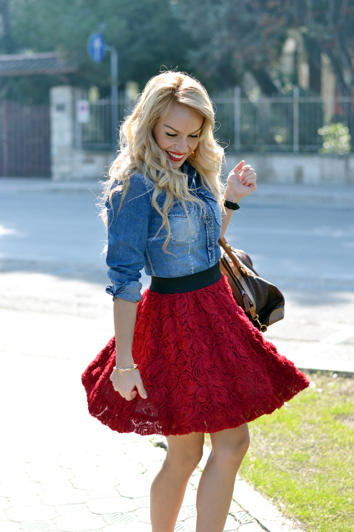 Gas denim shirt, Chicwich red roses skirt, Etro bag, red high heels – outfit spring Italian fashion blogger It-Girl by Eleonora Petrella