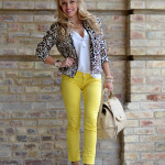 <!--:it-->Leopard bomber jacket and Yellow jeggings<!--:-->