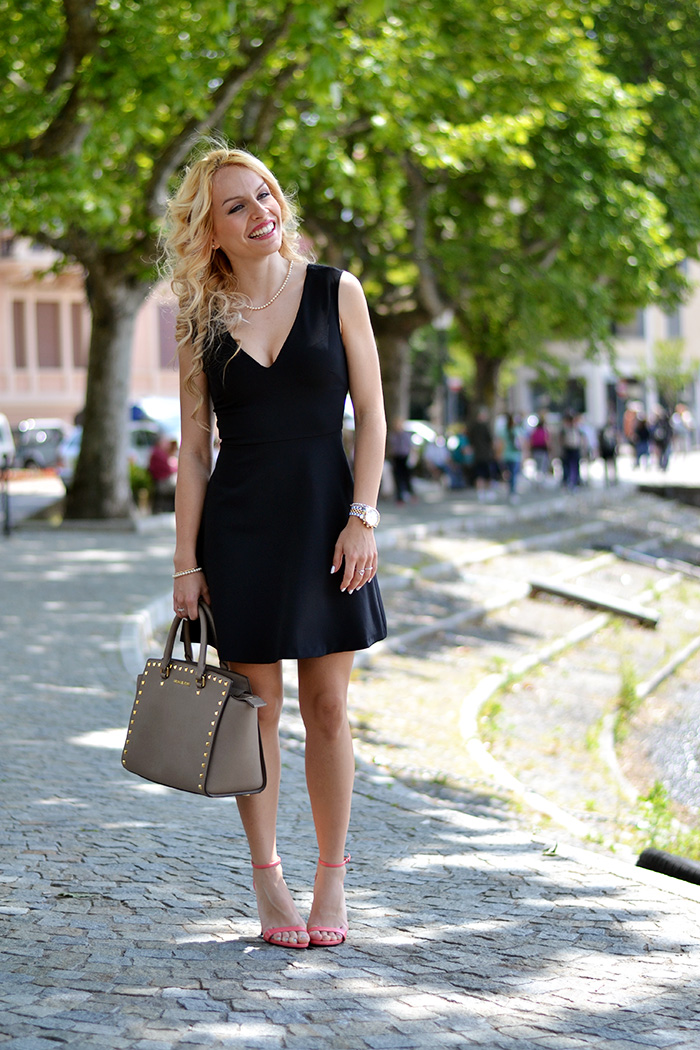 Laveno Mombello Lago Maggiore, little black dress Zara, Zara scarpe sandali corallo, Selma Michael Kors – outfit fashion blogger It-Girl by Eleonora Petrella