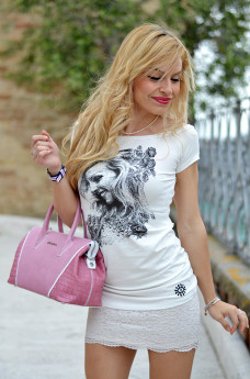 Auronia t-shirt personalizzate con foto, orologi Daniel Wellington watches, lace skirt, gonne pizzo, outfit italian fashion blogger It-Girl by Eleonora Petrella
