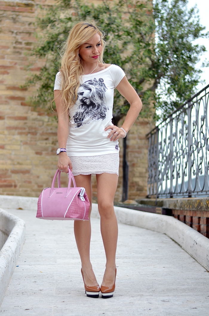 Auronia t-shirt personalizzate con foto, orologi Daniel Wellington watches, lace skirt, gonne pizzo, outfit italian fashion blogger It-Girl by Eleonora Petrella