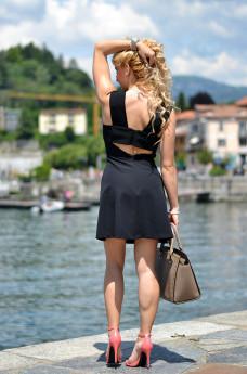 Laveno Mombello Lago Maggiore, little black dress Zara, Zara scarpe sandali corallo, Selma Michael Kors – outfit fashion blogger It-Girl by Eleonora Petrella