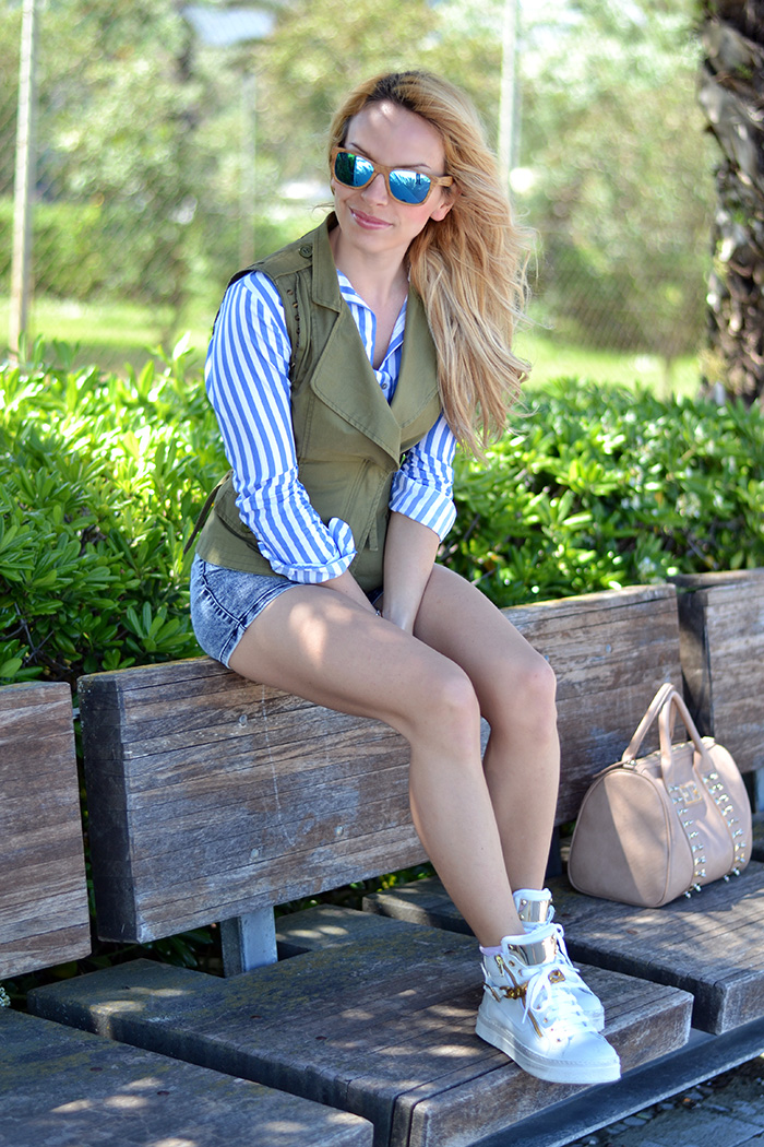 KAMMI calzature, Palowood occhiali Barcellona, Bershka denim shorts, outfit sporty chic, Italian fashion blogger It-Girl by Eleonora Petrella