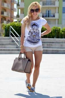 Cult shoes, slip on sneakers, Cult scarpe, slipons shoes, denim shorts, Tract Brand t-shirt - italian fashion blogger It-Girl by Eleonora Petrella