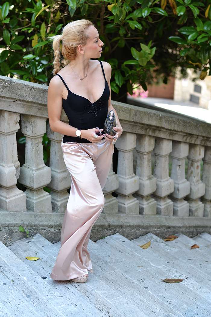 Ventifive abbigliamento, pantapalazzo, wide leg pants, flared trousers, Yves Saint Laurent vintage sunglasses, chic outfit summer look, italian fashion blogger It-Girl by Eleonora Petrella