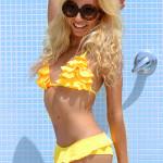 <!--:it-->Señorita – Yellow bikini day<!--:-->