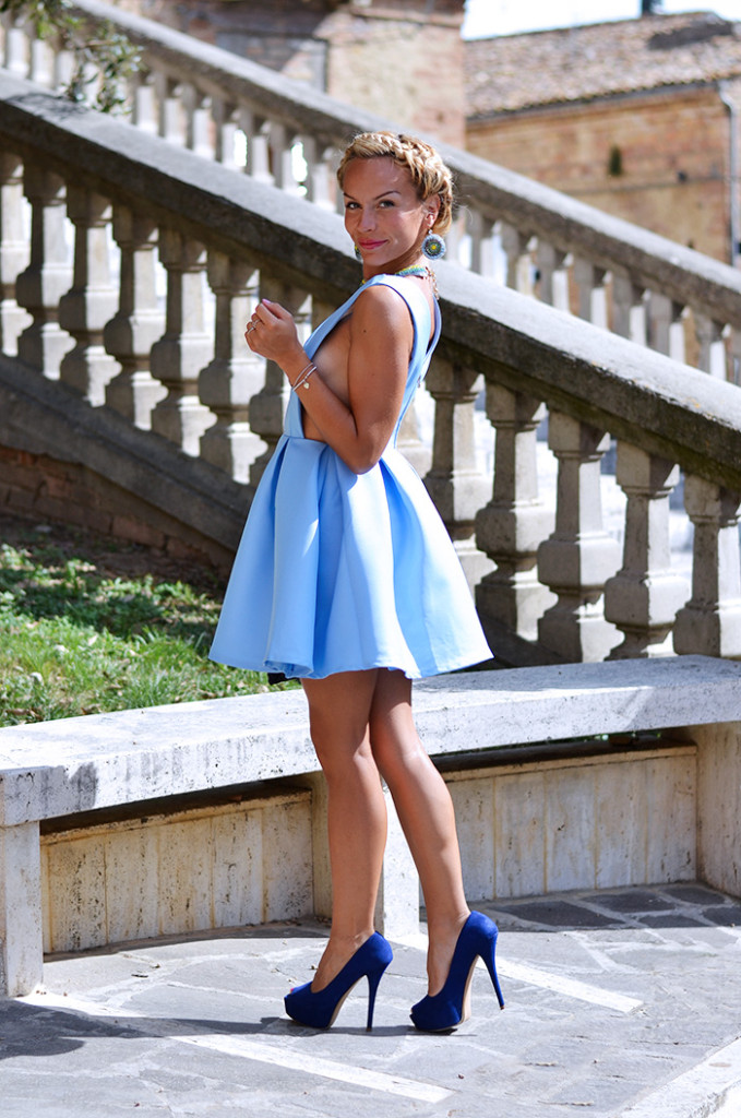 <!--:it-->Crown braid and baby blue dress<!--:-->