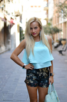 Ventifive Sartoria, shorts a vita alta, chiffon layered top, Chicwish crop top, Sergio Levantesi scarpe, outfit italian fashion blogger It-Girl by Eleonora Petrella