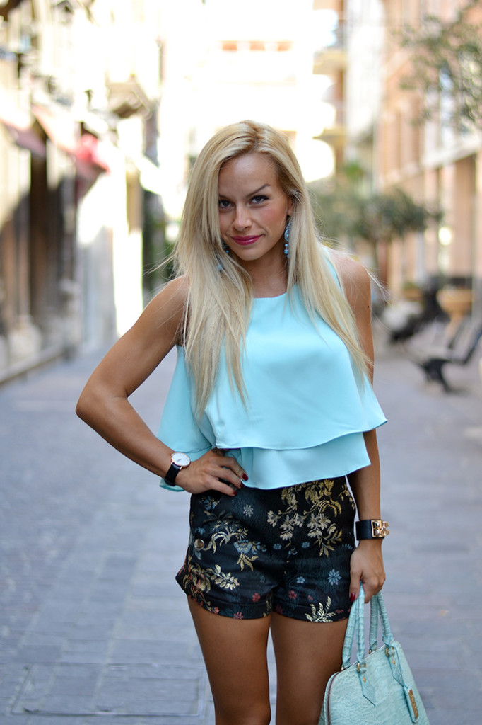 <!--:it-->Double layer top & flowered shorts<!--:-->
