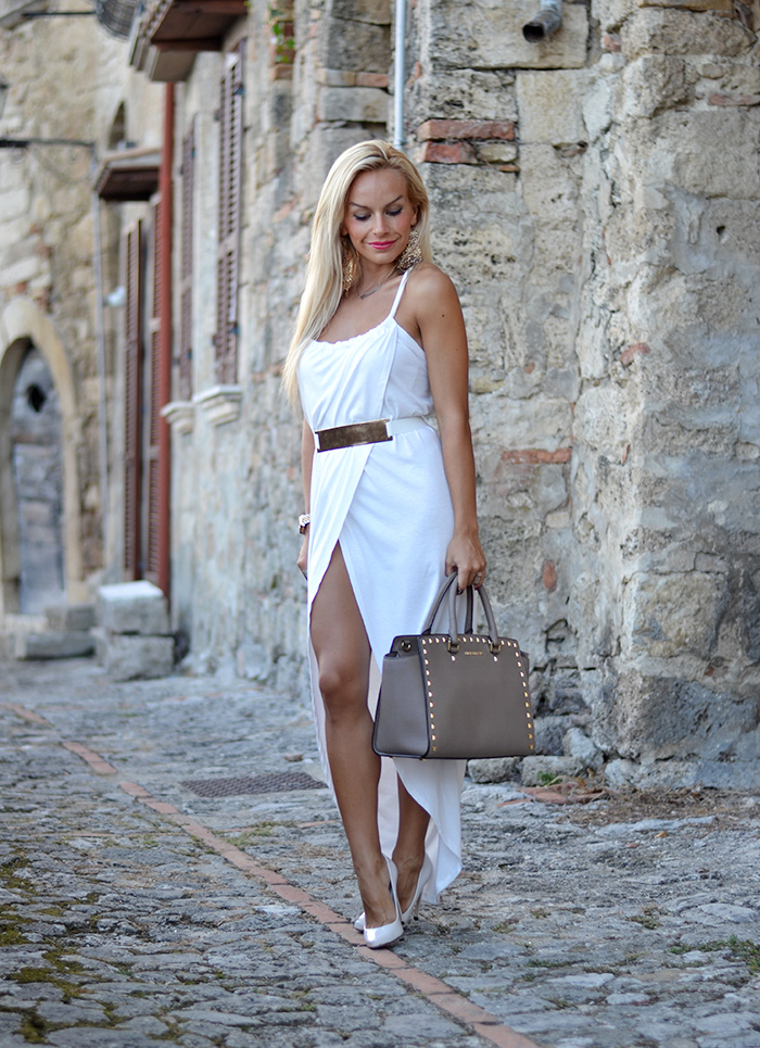 <!--:it-->Front split dress<!--:-->