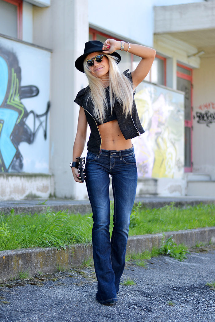 Ventifive shop abbigliamento, leather vest, Wide legs jeans, Flared jeans, crop top trends, fedora hat – outfit fall 2014 italian fashion blogger It-Girl by Eleonora Petrella