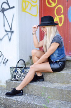 Us Polo scarpe prezzi, leather skirt, mini gonne pelle, Arcadia Bags, David Bowie t-shirt – italian fashion blogger It-Girl by Eleonora Petrella